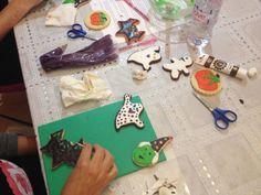 Cours biscuits Halloween - 16.10.14 Halloween Cookies Workshop - 16.10.14 Halloween Cookies, School Shopping, Biscuits, Triangle, Workshop, Crack Crackers, Cookies, Atelier, Work Shop Garage