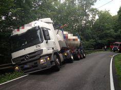 Unfall bei Lohmar: Lkw mit 20 Tonnen Seife auf Kreisstraße 16 verunglückt