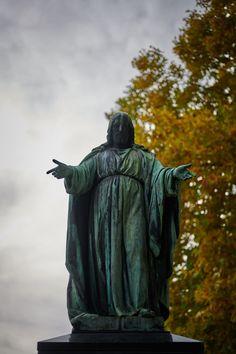 #Christus, der #Erlöser, gesehen auf einem #Grab am Dornbacher Friedhof in #Wien. #dornbacherfriedhof #wien #allerheiligen #allsaintsday #christ #christus #redeemer #autumn #vienna #igersvienna #bestattungwien #friedhof #cemetery Raincoat, All Saints Day, Rain Jacket