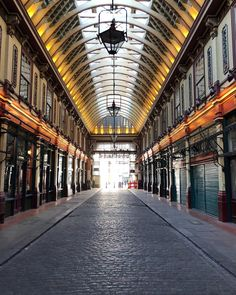 LEADENHALL MARKET // Such a beautiful market hall, isn't it? . . London zählt zu meinen Lieblingsstädten. Es ist immer was los, es gibt… Market Hall, Things To Do In London, Stuff To Do, Beautiful, Instagram Posts, Travel, Pictures, Travel Advice, City