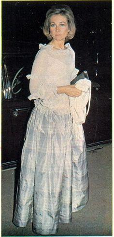 DINASTÍAS   Los Foros de la Realeza • Ver Tema - Vestidos de Gala de la Reina Sofía