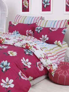 Dahlia 144 Thread Count (6 piece) Duvet Cover Set - The magnificence of the modern dahlia is largely a function of its complex petal structure and color variety that defines the honesty, love and care which you can feel with Dahlia complete duvet cover set.