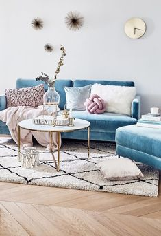 9 Light Blue velvet furniture pieces that will make you nostalgic (Daily Dream Decor) Blue Couch Living Room, Light Blue Couches, Apartment Living Room, Apartment Decor, Room Decor, Velvet Sofa Living Room, Couches Living Room, Blue Sofa Living, Living Room Designs