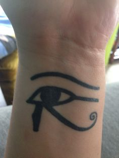 My eye of Horus on my wrist. Bestie tattoo with @marthaeichhuey