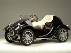Retro-Designed One Seater Electric Car 3