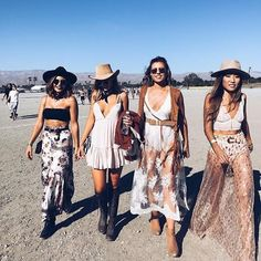 When you stroll across the desert with your squad #showpo