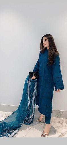 Beautiful Pakistani Dresses, Pakistani Dresses Casual, Pakistani Dress Design, Casual Dresses, Dress Indian Style, Indian Fashion Dresses, Indian Designer Outfits, Fashion Outfits, Desi Wear