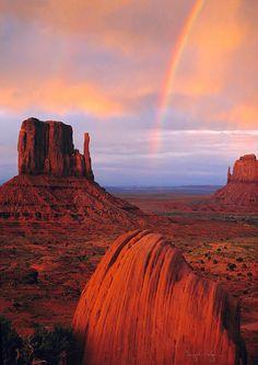 Rainbow in Monument Valley, Navajo Tribal Park, Utah.