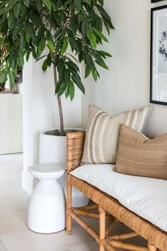 Beautiful modern entryway with woven bench, artwork, and neutral pillows - pure salt Coastal Master Bedroom, Beach House Bedroom, Coastal Entryway, Modern Entryway, Coastal Living Rooms, Coastal Decor, Entryway Decor, Entryway Ideas, Coastal Farmhouse