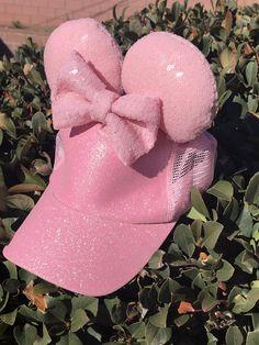 Hat Baseball Disney 32 Ideas For 2019 Messy Bun Outfit, Disney Ears Headband, Disney Mickey Ears, Cute Caps, Diy Hair Accessories, Fashion Accessories, Pink Minnie, Fancy Hats, Disney Diy