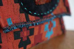 Τσάντα Large Clutch από υφαντό από την Ταϊλάνδη που συνδυάζει το  bohemian με το ethnic στυλ.  Ethnic Clutch Bag #Boho Handwoven Clutch #Tribal Large Clutch Bag #Thai Clutch Bag #Oversized Clutch #Aztec Bag Bohemian Chic Fashion, Boho, Suede Leather, Black Suede, Aztec Bag, Large Clutch Bags, Oversized Clutch, Classic Outfits, Fabric Patterns