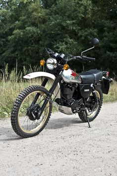 Suzuki Ts125, Suzuki Bikes, Yamaha Motorcycles, Womens Motorcycle Helmets, Tracker Motorcycle, Enduro Motorcycle, Motorcycle Girls, Enduro Vintage, Vintage Bikes