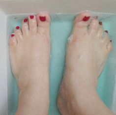 Mom Soaks Her Feet In Mouthwash To Remedy This Common Problem. I Never Knew This Would Help http://www.wimp.com/useful-home-remedies-for-health-problems/