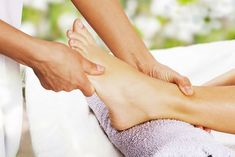 Foot massage is considered as a natural treatment technique after a tedious day at work. Here are some common benefits of foot massage: Leicester, Reflexology Benefits, Reflexology Massage, Varicose Vein Remedy, Varicose Veins, Technique Massage, Massage Techniques, Tuning Fork, Massage Tips