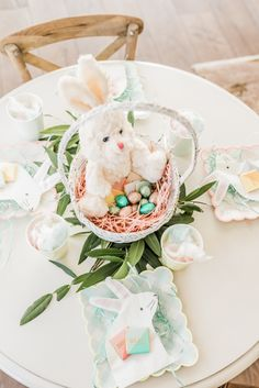 The perfect kid tablescape for Easter on pinkpeonies.com