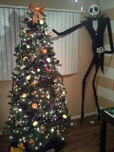 Nightmare Before Christmas: Jack Skellington decorating my halloween tree! Halloween Trees, Halloween Crafts, Halloween Christmas, Happy Halloween, Halloween Decorations, Christmas Decorations, Dark Christmas, Halloween Stuff, Merry Christmas