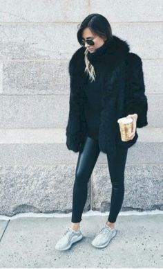 awesome 41 Comfy Faux Fur Casual Outfits Ideas http://attirepin.com/2017/11/19/41-comfy-faux-fur-casual-outfits-ideas/