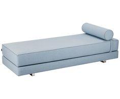 Machen Sie Ihr Wohnzimmer mit dem Daybed Lubi in Hellblau zur Wohlfühloase und schlafen Sie nachts bequem. Entdecken Sie weitere Polstermöbel von SOFTLINE auf >> WestwingNow.