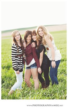 Friendship Photography -beautiful photo ideas that are perfect images to be framed with one of your favourite verses or poems and it will great gift or unique memento. Best Friend Photography, Senior Photography, Family Photography, Children Photography, Photography Ideas, Friendship Photography, Friendship Photos, Sister Poses, Girl Poses