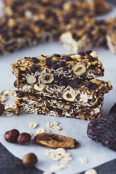 vegan hazelnut, banana & chocolate chip granola bars #vegan