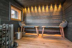 Sauna on suomalaiselle pyhä paikka, mutta senkin kanssa on lupa leikitellä. Sauna Shower, Sauna Room, Cottage Plan, Pole Barn Homes, Saunas, Grand Designs, Home Spa, Bathroom Styling, Scandinavian Style