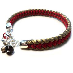 Half-flat kumihimo bracelet with color on edge - full instructions.