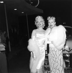 Places in Los Angeles, which may, or may not, still be there. Vintage Photographs of Swanky Nightclub Interiors from the Rat Pack Era