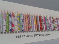 Diese 40 Geburtstagskarte hat 40 handgerollt Papier Kerzen darauf mit glitzernden Flammen. Es kann auch im Mittelalter 41,42,43,44,45,46,47,48,49 gemacht werden. Die Karte kann personalisiert werden, indem er einen Namen auf der Front, die kostenlos ist gestempelt. Um dies zu