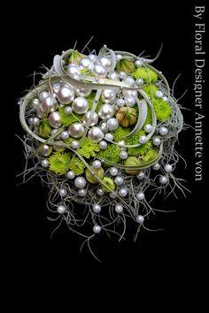 Pearl, green, earthy, modern bridal bouquet - <3!