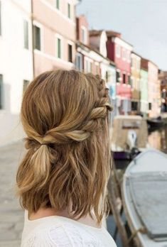 10 Super-Trendy Easy Hairstyles for School – PoPular Haircuts Trendy Messy Twisted Half-Updo for Medium Hair – School Hairstyles Medium Length Hairstyles, Cute Hairstyles For Medium Hair, Easy Summer Hairstyles, Easy Hairstyles For School, Everyday Hairstyles, Scarf Hairstyles, Curly Hairstyles, Trendy Hairstyles, Wedding Hairstyles
