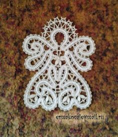 - Díla Irina Ermakova (osobní) krajky z Vologda Crochet Projects, Sewing Projects, Types Of Lace, Lace Art, Bobbin Lace Patterns, Lacemaking, Lace Jewelry, Needle Lace, Crochet Accessories
