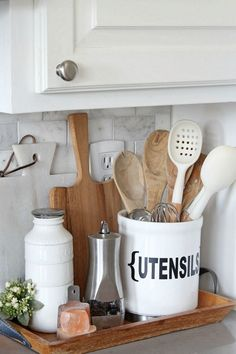 Modern Kitchen Decor : Beautiful spring home tour with a modern farmhouse style. Lots of simple decorating tips to add some spring and summer decor to your home. Farmhouse Kitchen Decor, Home Decor Kitchen, Modern Farmhouse, Farmhouse Style, Kitchen Ideas, Kitchen Decorations, Country Kitchen, Family Kitchen, Spring Kitchen Decor