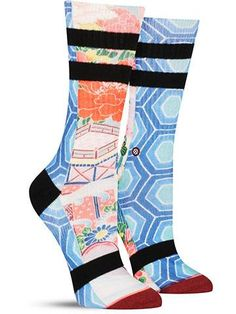 These awesome and graphic women's socks from Stance feature a wild mix traditional Japanese artwork, a blue hexagon pattern and sporty black stripes.