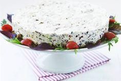 Ruisleipäpohja sopii ihanasti tämän suolaisen kakun makuun. Kakku on hyvä valinta kahvipöytään - se on maistuva, muttei kuitenkaan liian ruokaisa. http://www.valio.fi/reseptit/savuharkatorttu/