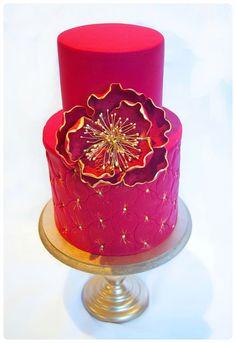 Fuchsia and gold cake - so striking <3