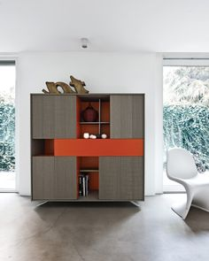 Con l'ausilio di sostegni in acciaio, le  basi diventano delle madie dal design molto originale: ennesima declinazione di un programma d'arredo dalle infinite  potenzialità expressive. The base units can be provided with  stainless steel supports, becoming  sideboards with a really original design:  an umpteenth variation in a furnishing  programme that has an endless potential for expression. #C_Day K14 #living #collection #home #decor #C_Day K14 #arredo #zona #giorno.