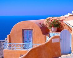 Oía is full of dreamy colorful houses. Oia Greece, Colorful Houses, Santorini, House Colors, Ocean, Vacation, Holiday, Instagram, Vacations