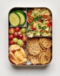 10 easy vegan lunch box ideas college meals детские обеды, и Easy Vegan Lunch, Quick Easy Vegan, Vegan Lunches, Lunch Snacks, Vegetarian Lunch Ideas For Work, Veggie Lunch Ideas, Bento Box Lunch For Kids, Bento Lunch Ideas, Lunch Meals