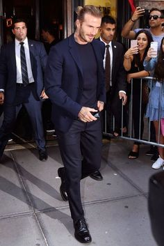 David Beckham Young, David Beckham Body, David Beckham Shirtless, David Beckham Tattoos, David Beckham Soccer, David Beckham Style, David Beckham Fashion, Cowgirl Style Outfits, Mens Fashion Casual Shoes