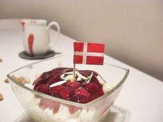 Dänischer Milchreis mit Kirschsoße Chocolate Fondue, Food And Drink, Desserts, Scandinavian Food, Danish Recipes, Almonds, Cherries, Milk, Christmas Time