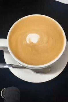 Amazing Latte Art Designs and Tips 3 Cappuccino Art, Coffee Latte Art, Coffee Coffee, Coffee Break, Morning Coffee, Coffee Shop, Latte Art Tutorial, Margarita Bebidas, Art Doodle