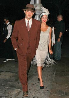 What a flapper! Julianne Hough goes Gatsby in a style dress to mark her birthday Standing out: Jesse Metcalfe and girlfriend Cara Santana were looking good in their vintage themed outfits More from my site Great Gatsby Inspired Look Look Gatsby, Gatsby Style, Jay Gatsby, 1920s Style, Vintage Outfits, 1920s Outfits, Disfarces Halloween, 1920s Fashion Dresses, 1920s Fashion Male