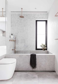 'Minimal Interior Design Inspiration' is a weekly showcase of some of the most perfectly minimal interior design examples that we've found around the web - all Bathroom Tile Designs, Bathroom Interior Design, Modern Interior, Interior Styling, Grey Bathrooms, Beautiful Bathrooms, Bathroom Black, Small Bathroom Bathtub, Copper Bathroom
