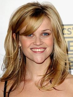 Reese Witherspoon with short layered hair
