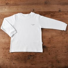 Made from skin-friendly organic cotton Comfortable clothing, no irritating tags or seams Also available in pink, blue and white colour For babies in sizes: months / Toddler Boy Outfits, Baby Outfits Newborn, Toddler Boys, Organic Baby, Natural, Long Sleeve, Baby Essentials, Mens Tops, T Shirt
