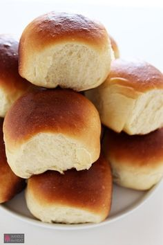The Homestead Survival   Homemade Delicious Hawaiian Bread Rolls   http://thehomesteadsurvival.com