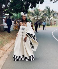 Spiffy Fashion New Xhosa Traditional Dresses Designs - South African Traditional Dresses, Traditional Dresses Designs, African Traditional Wedding, Traditional Fashion, Traditional Outfits, Traditional Styles, African Wedding Attire, African Attire, African Wear