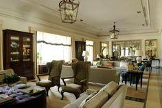 Club de la Puerta de Herro Isabel Lopez, Take Me Home, Spotlight, Club, Family Room, Table, Furniture, Ph, Restaurants
