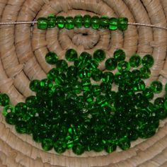 Lot 145 perles de rocaille - 14 gr - 4,5 mm - transparent émeraude