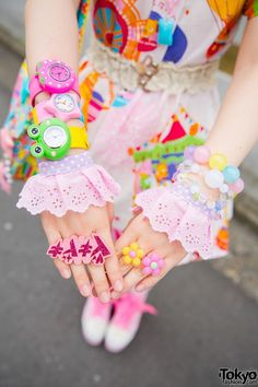 Oct 2014: Nodoka made her carousel print dress and bag herself, and paired them with Roni sneakers that feature platforms and pink ribbon laces. Her necklaces, rings, hair accessories and ribbon are from 6%DokiDoki, and her watches are from Mikazuki Momoko. She's also wearing a panda backpack and knee high socks.